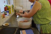 Schwartemagen wird portioniert