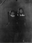 Die Geschwister Hildegard und Mina Maurer