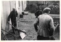 Karl Weck, August Reidenbach und Paul Reidenbach bei der Arbeit